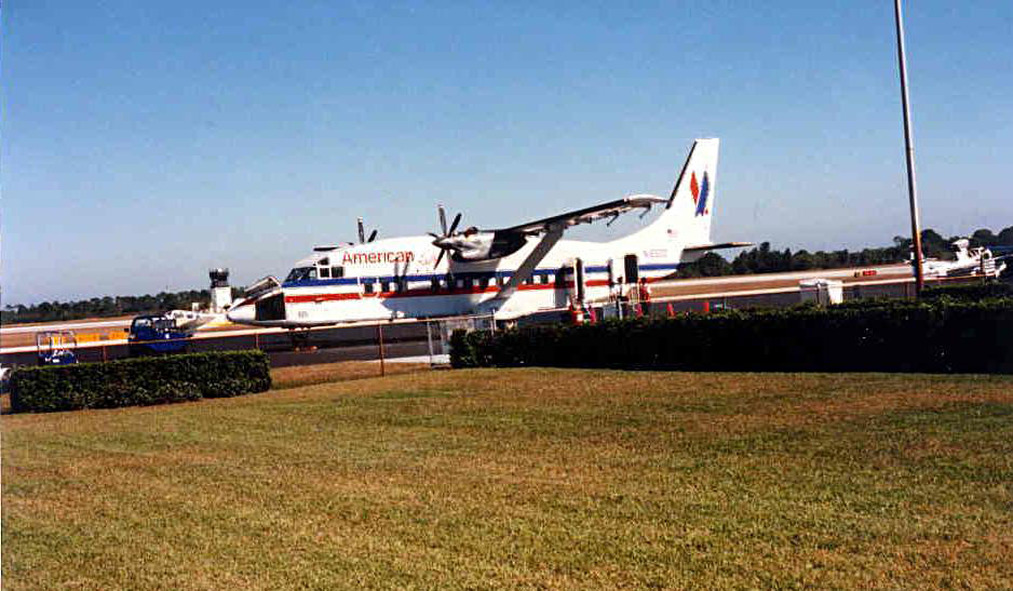 In late 1995, American Eagle initiated service from Vero Beach to Miami using Shorts 360 aircraft.