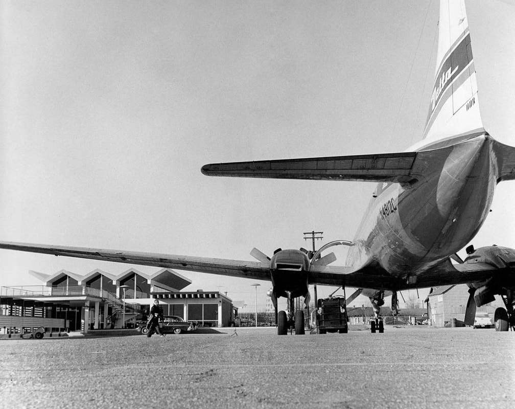 Delta Convair 440 at Macon Georgia 1959